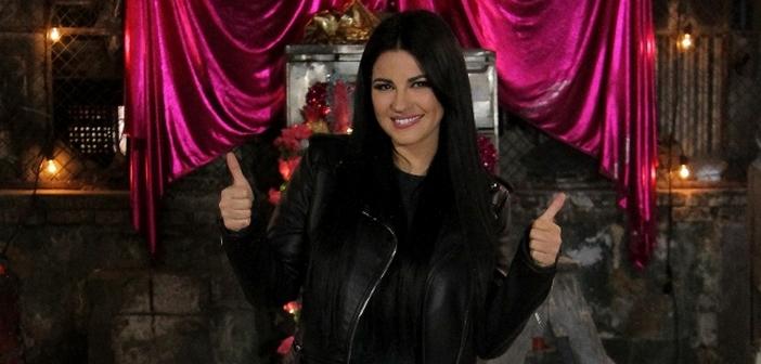 """Maite Perroni grava vídeo de """"Como yo te quiero"""" em uma construção abandonada"""