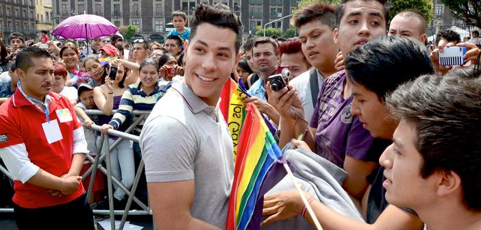 Artistas que se revoltaram com rumores que seriam gays e depois se assumiram