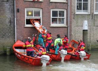 Reddingsbrigade-oefent-levensecht-in-Dordtse-Voorstraat---Dordtse-Reddingsbrigade