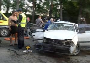 Три человека пострадали в ДТП на улице Петухова в Новосибирске