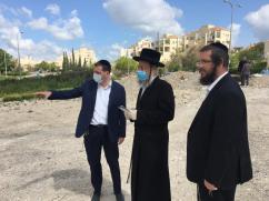 ברילנט מדבר עם הרבנים
