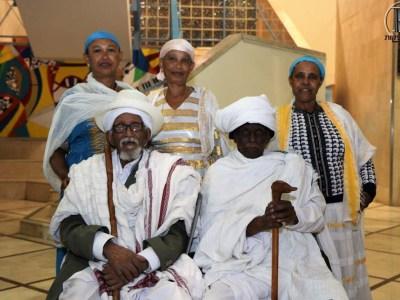 הקשישים עם בני משפחתם