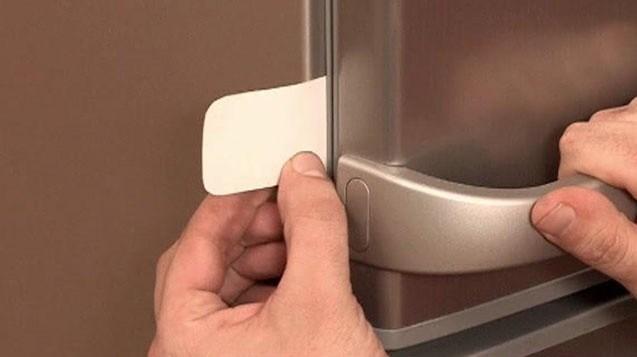проверка уплотнительной резинки холодильника
