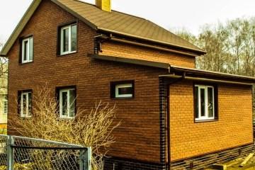 Дом облицованный кирпичным сайдингом