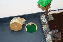 Abladebereich mit Loch und Auffangkübel darunter.