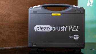 Der Piezobrush® PZ2 wird in einem robusten Koffer geliefert