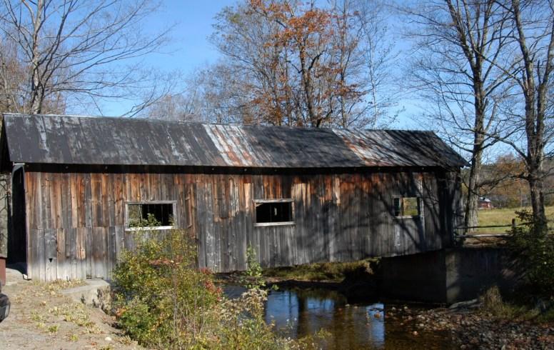 covered-bridge-near-grafton-vermont-1224956-1279x809