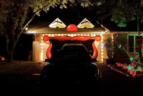 Una familia transforma su garaje volviendo loco a su vecindario