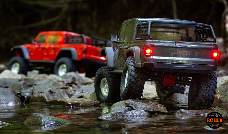 Axial 1/10 SCX10 III Jeep JT Gladiator Rock Crawler with Portals RTR