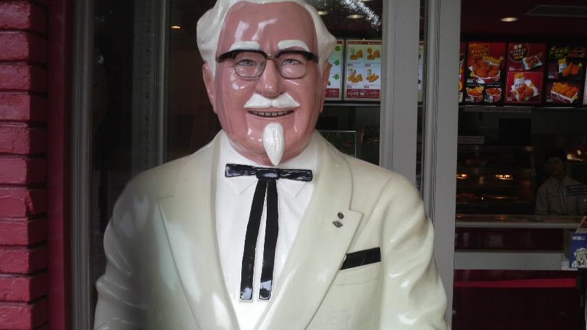お店の前のカーネルおじさん