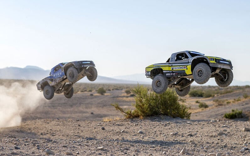 Watch it Rip: Losi's Super Baja Rey 2.0 1/6-scale Brushless Desert Truck [Video]