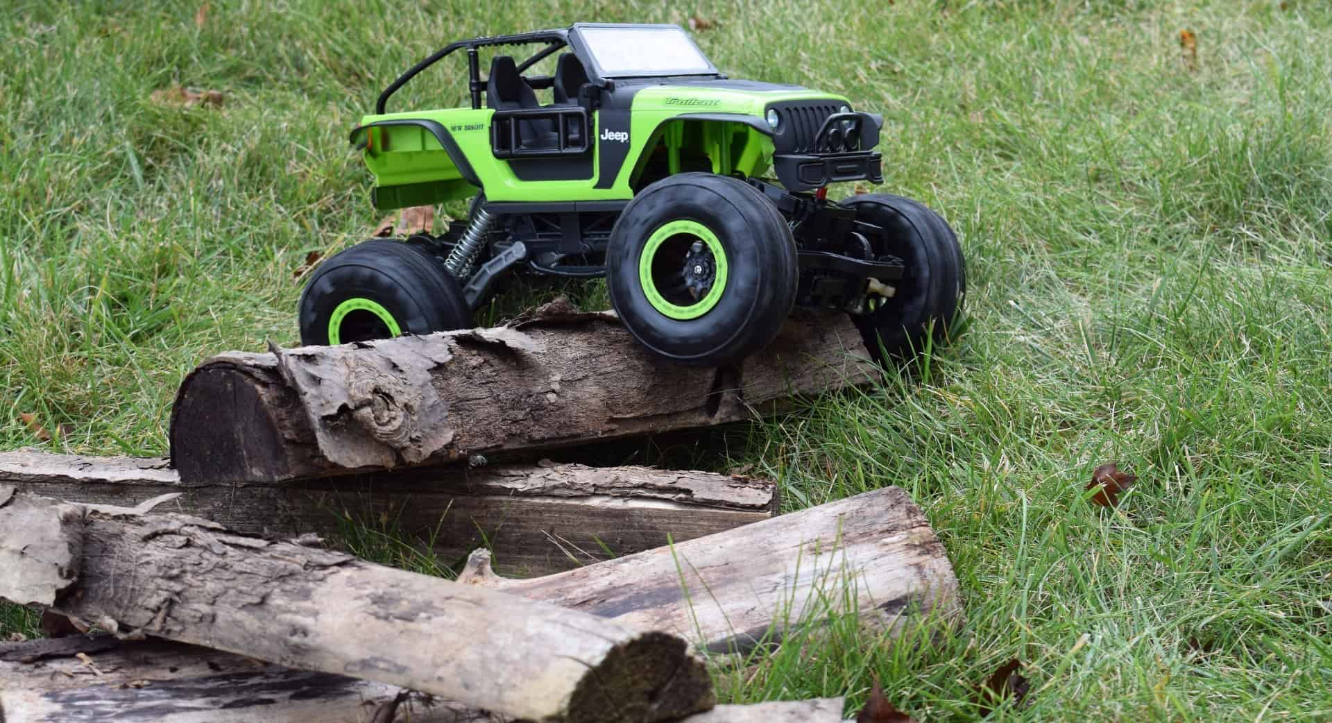 New Bright RC DashCam Jeep Trailcat - Over the logs