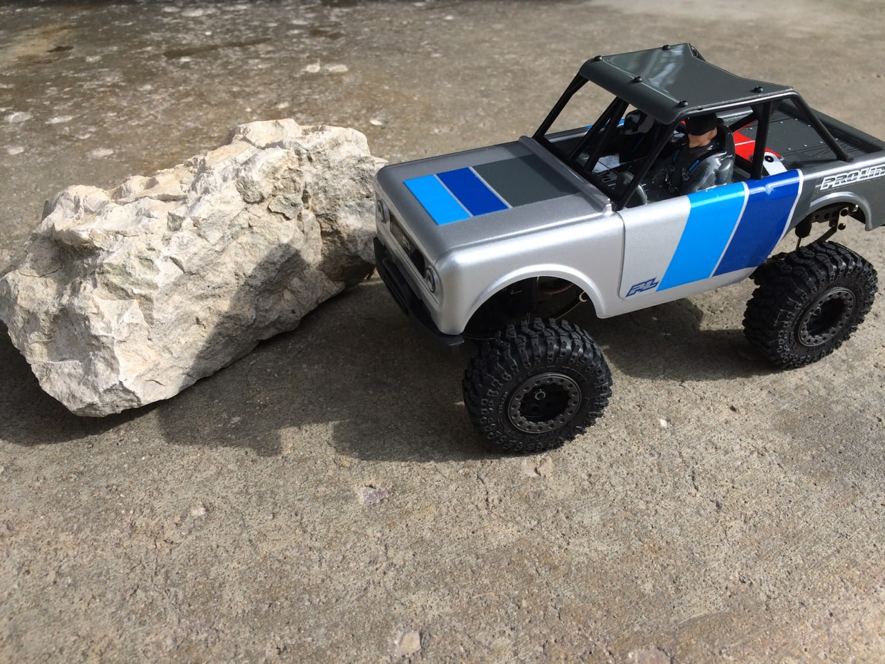 Reviewing Pro-Line's Ambush 4×4 1/25-scale Micro Crawler