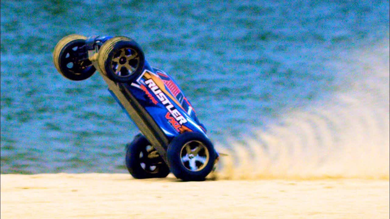 A Show of Speed from the Traxxas Bandit VXL and Rustler VXL) [Video]