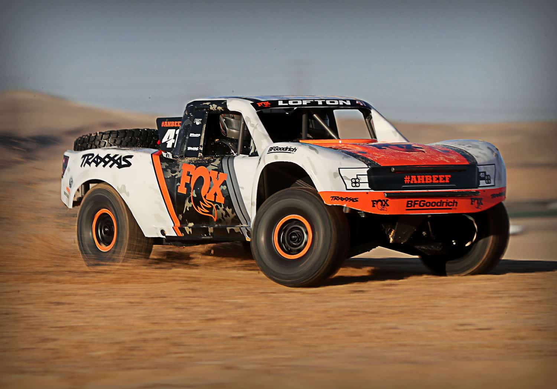 Traxxas Unlimited Desert Racer - Sand Action 2