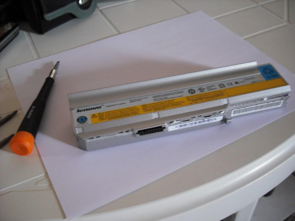Deshuesando batería de laptop Lenovo (1/6)