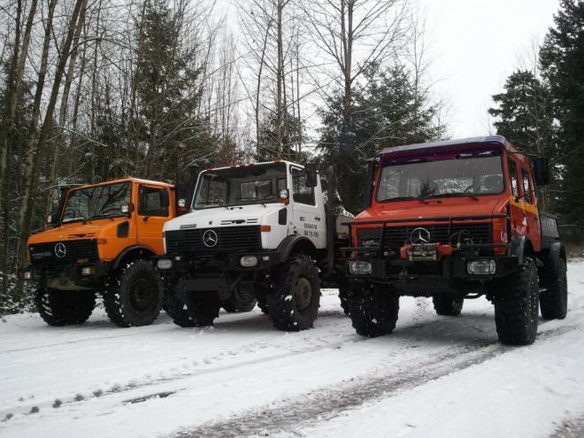 Mercedes Unimogs In Snow