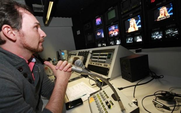 """O diretor, que também comanda o """"Cante Se Puder"""" na emissora"""