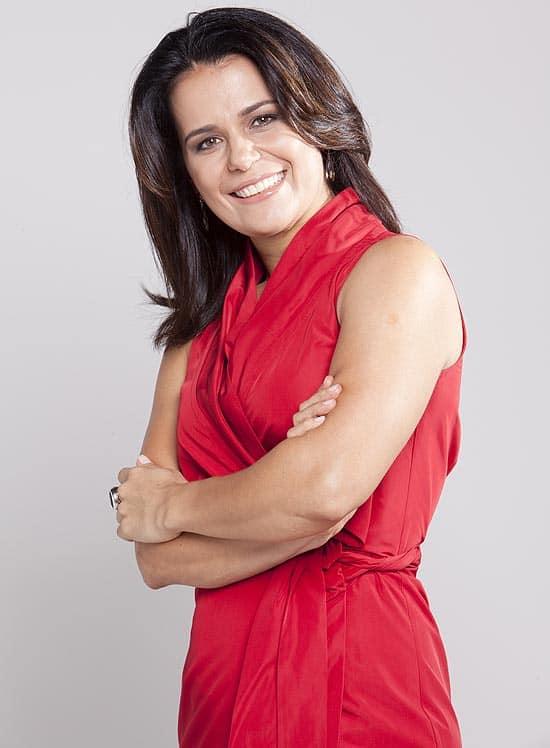 "Adriana Araújo comanda o ""Jornal da Record"""