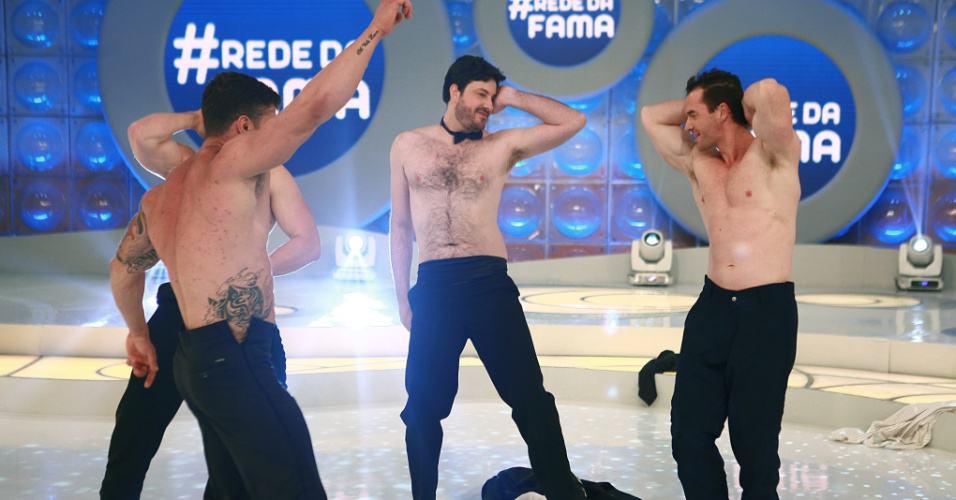 Danilo teve que dançar sem camisa