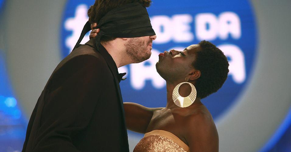 Danilo deu um selinho em Laila Dominique