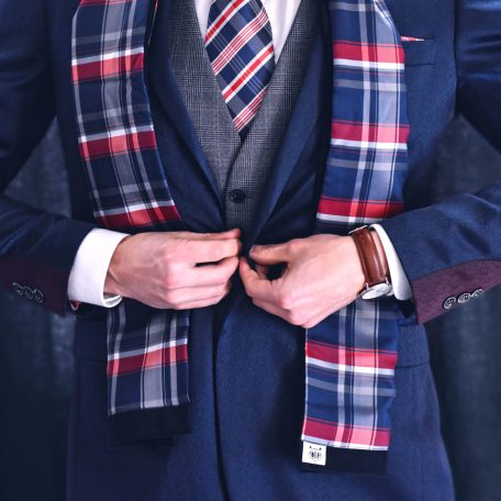 Elegant men's plaid scarf