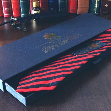 Čierno červená pásikavá hodvábna kravata