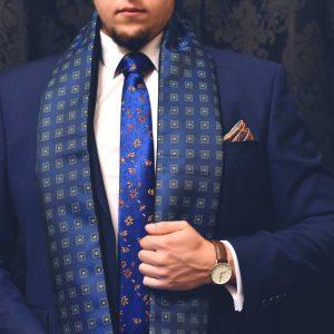 Modrý diamantový elegantný pánsky hodvábny šál do saka, obleku alebo kabátu