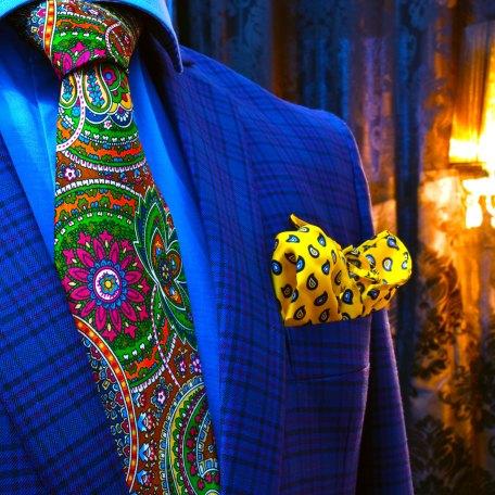 Farebná paisley kravata