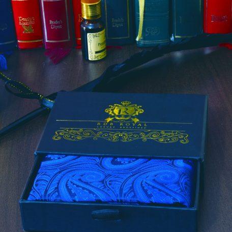 elegantná pánska hodvábna náprsná vreckovka do saka modrá paisley