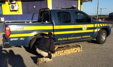 PRF apreende drogas dentro de caminhonete em Bagé