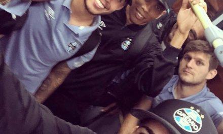 Luan embarcou para a Argentina com o time do Grêmio