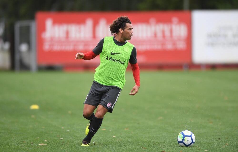 Camilo treina no time titular
