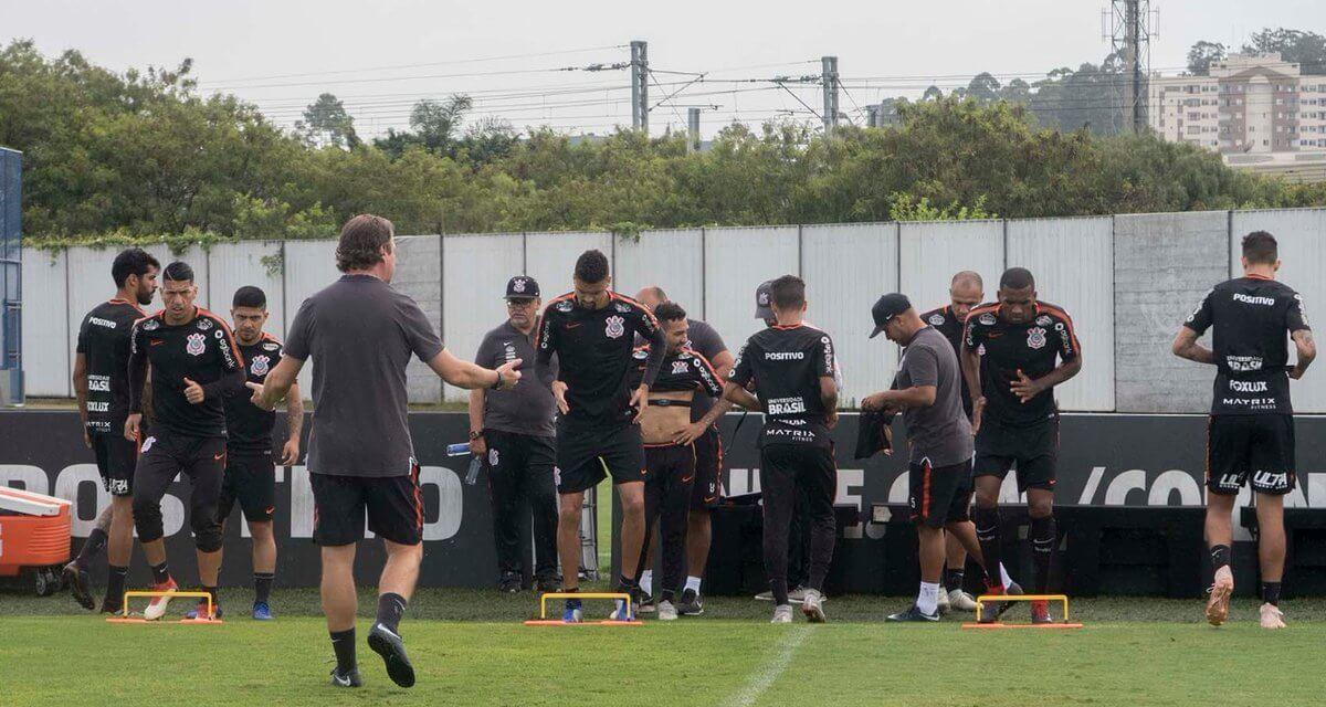 Jogador importante do Corinthians deixa treino mais cedo