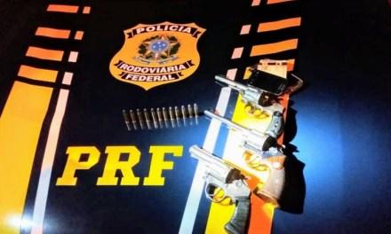 PRF apreendeu armas e recuperou veículo roubado na BR 293