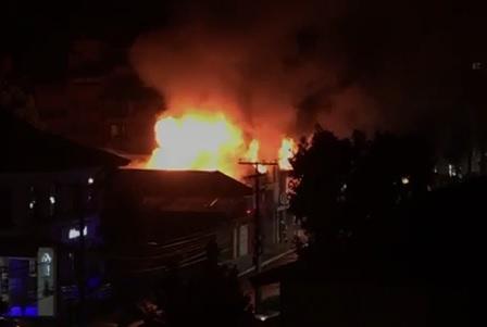 Incêndio atinge loja de plásticos em Canela