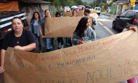 Alunos e professores protestam por mais segurança após escola receber ameaças em pichações