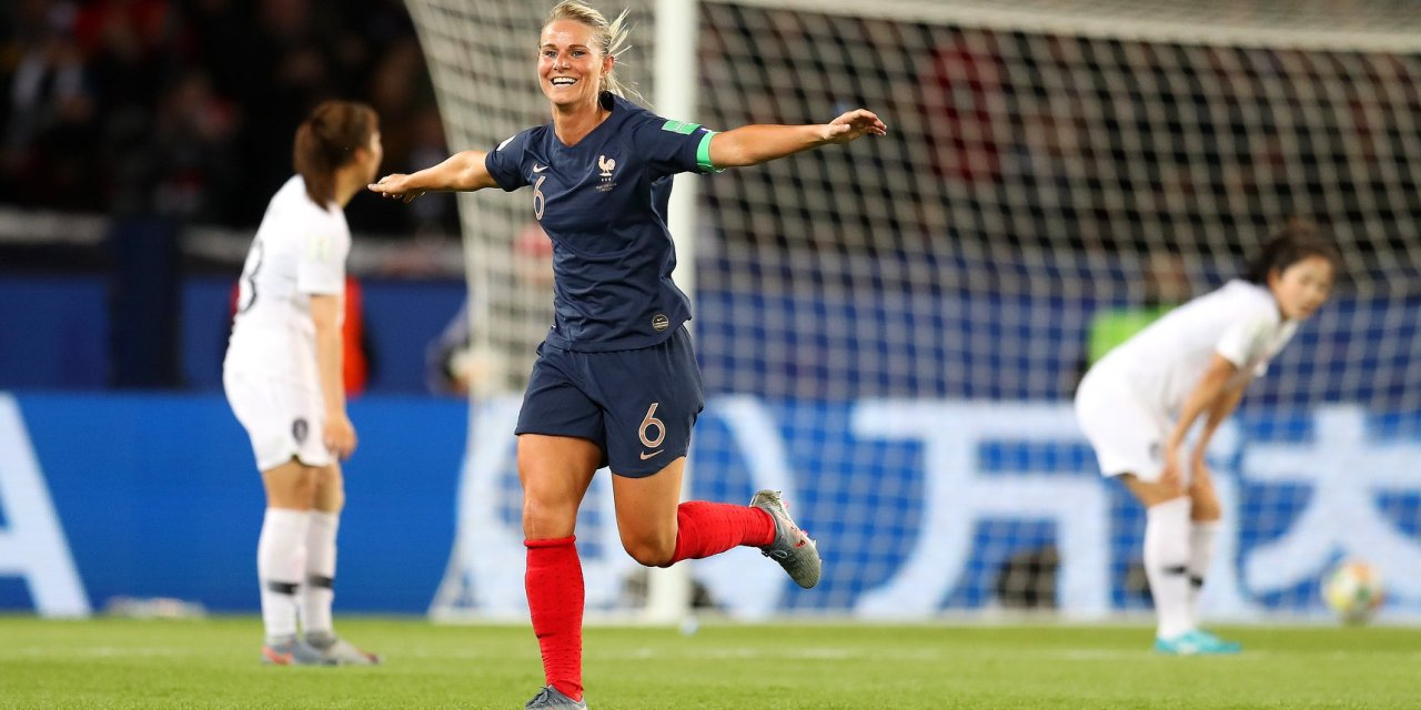 França abre a Copa com goleada