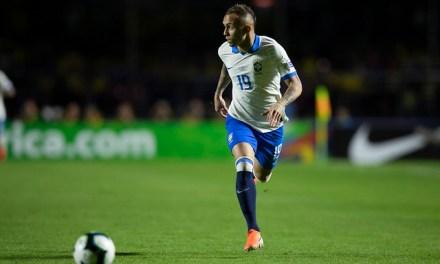 Tite continua com mistério sobre Everton como titular