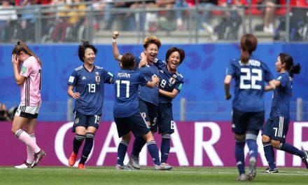 Japão vence e assume liderança do Grupo D