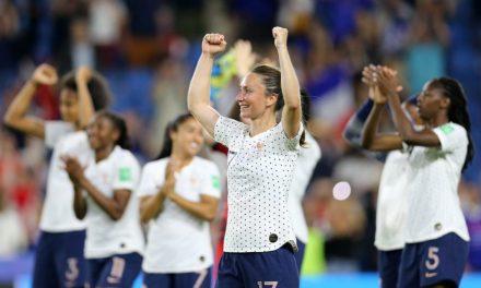 Brasil perde para a França na prorrogação e está fora da Copa do Mundo