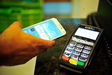 Mais de 60% dos brasileiros usam meios digitais para pagamentos
