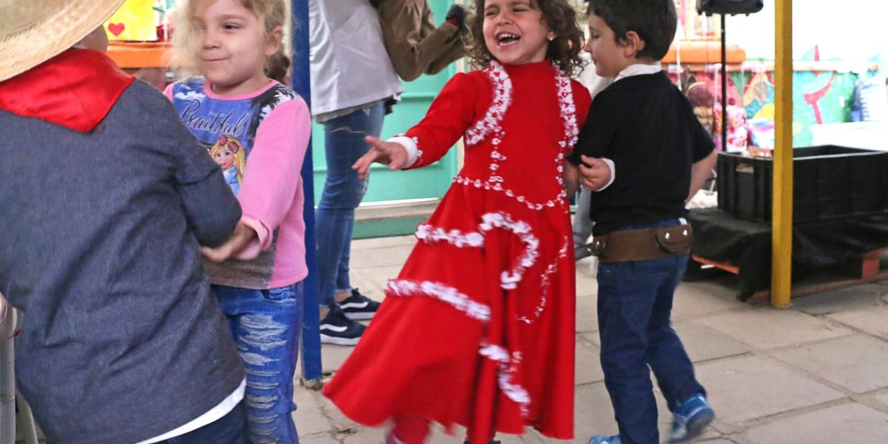 Escolas comemoram tradição gaúcha em festas farroupilhas