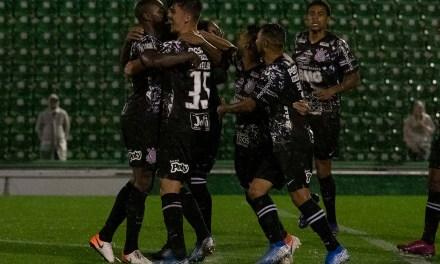 Próximo adversário do Grêmio, Corinthians venceu a Chapecoense ontem