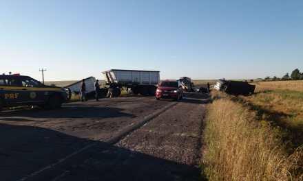 Colisão entre caminhões deixa duas vítimas fatais