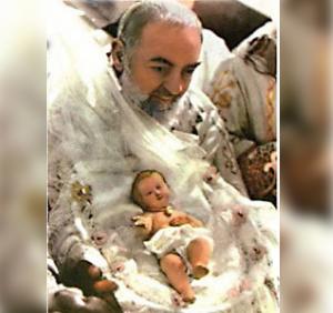 Resultado de imagen para padre Pio y el niño jesus en navidad
