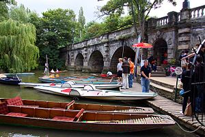 English: Boat rentals by Magdalen Bridge