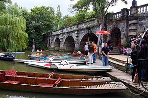 English: Boat rentals by Magdalen Bridge
