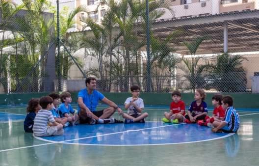 Bernardo-Dreher-e-alunos-da-Futkids-créditos-Rodrigo-Dreher-1024x657 Futkids apresenta dinâmica da iniciação do futebol para crianças em condomínios de Porto Alegre e região Metropolitana