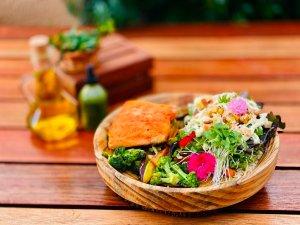 Pratos-de-verao-Leiteria-639-Salmao-credito-Fernanda-Carpenedo-300x225 Verão Leiteria 639 oferece almoço servido em horário prolongado